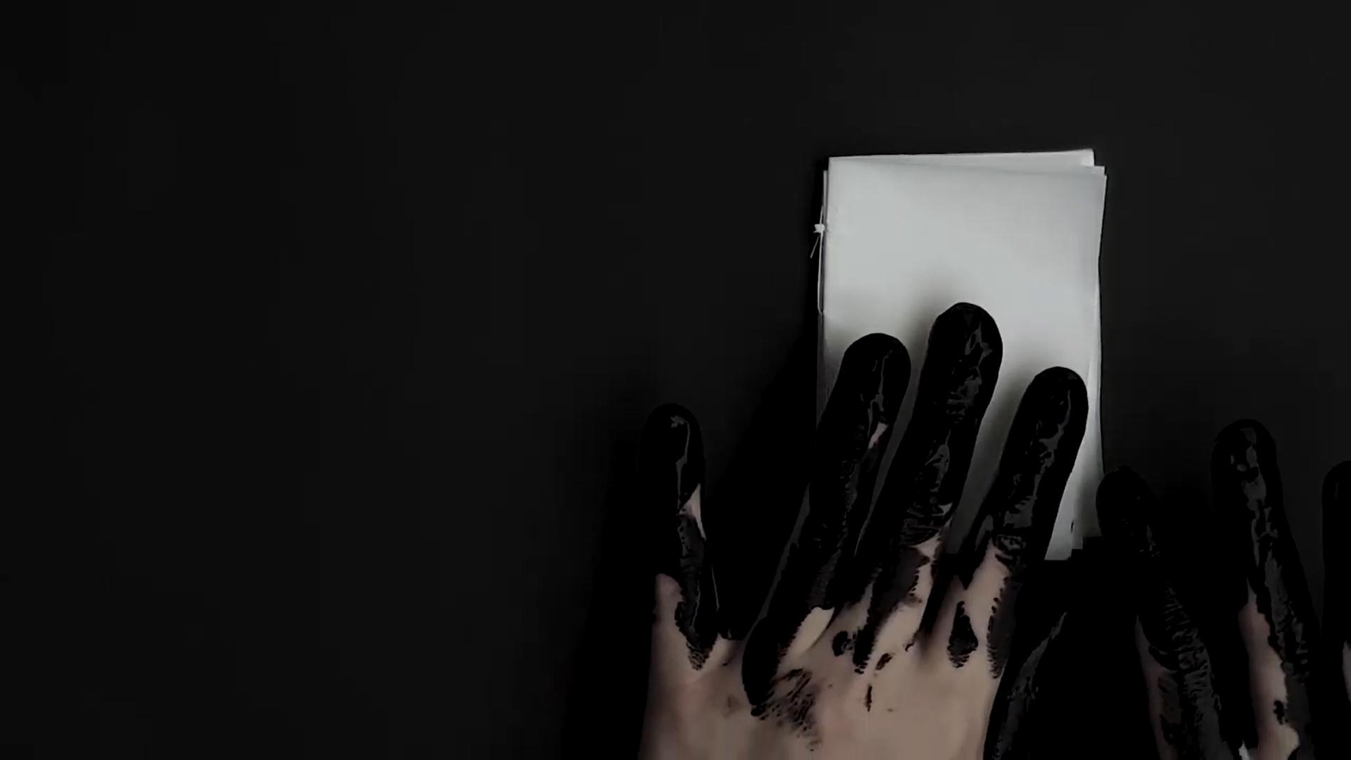 Frame: Vicky V | escrevinhando I | 2020 | Video arte; livro, performance (abra a aba Sala de Projeção no site da mostra)